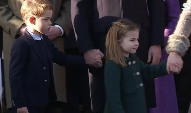 Książe George i księżniczk Charlotte/ YouTube @The Sun