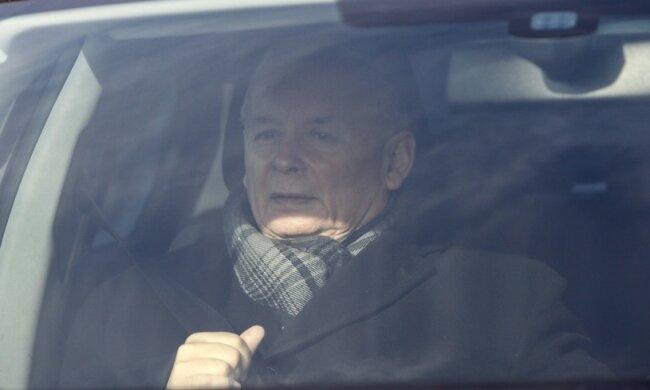 Jarosław Kaczyński przyłapany… z papierosem!
