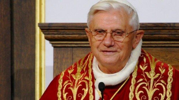 Benedykt XVI dostał wylewu i czuje się coraz gorzej?  Rzecznik Watykanu wydał oświadczenie