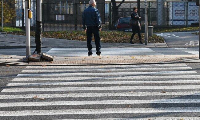Nowe przepisy odnośnie pierwszeństwa na przejściach dla pieszych. Co się ma zmienić dla uczestników ruchu drogowego