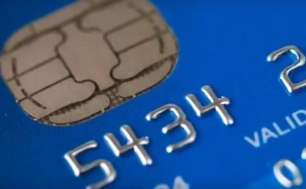 Jeden z banków ostrzega przed oszustami, którzy kuszą prezentami. Wiadomo jak dokładnie wyglądają ich działania