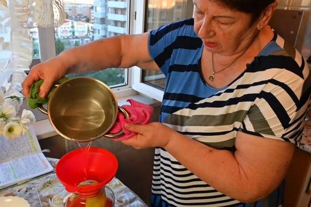 uprawiała pomidory, screen Youtube
