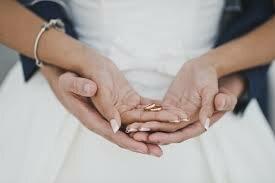 Obrączka jest zbędnym symbolem miłości. Odważna teoria terapeutki par