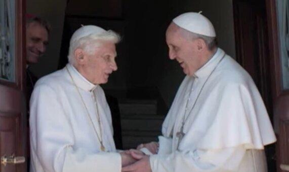 Benedykt XVI i Franciszek. Źródło: Youtube