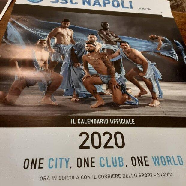 """""""Jedno miasto, jeden zespół, jeden świat"""" Skąpo odziani Milik i Zieliński w kalendarzu SSC Napoli na 2020 rok [WIDEO]"""