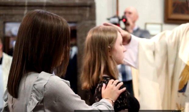 Ksiądz w jednej z polskich parafii nie chce dopuścić części młodzieży do bierzmowania. Powód wywołał oburzenie