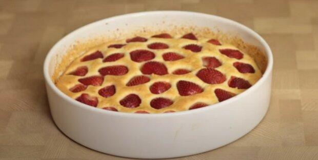 Pyszne ciasto z nadzieniem twarogowym i nadzieniem truskawkowym będzie doskonałym dodatkiem do picia herbaty