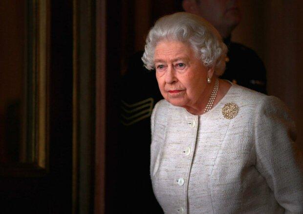 Królowa Elżbieta musi spłacić długi syna. Kwota na jaką zadłużył się książę zwala z nóg