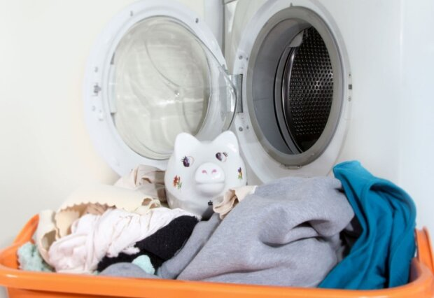 Jak zapobiec skakaniu pralki po łazience. Warto wypróbować te skuteczne porady