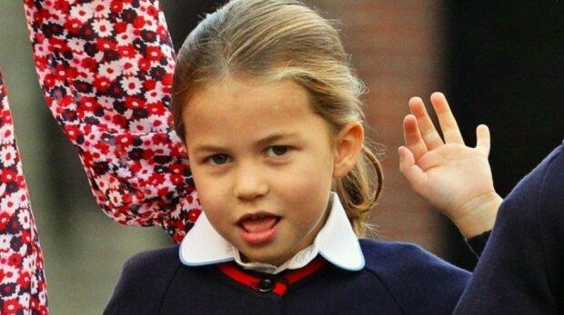 Ledwie poszła do szkoły, już daje się we znaki nauczycielom! Księżniczka Charlotte potrafi namieszać
