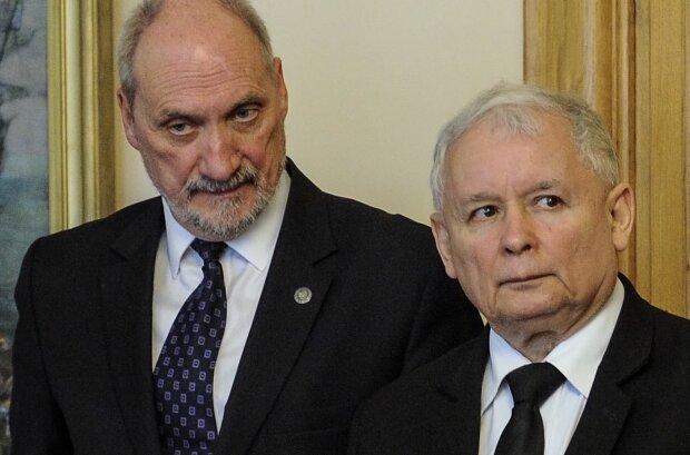 Antoni Macierewicz i Jarosław Kaczyński. Źródło: youtube.com