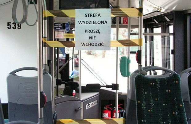 Koronawirus w autobusach/screen Wikipedia @Mariochom