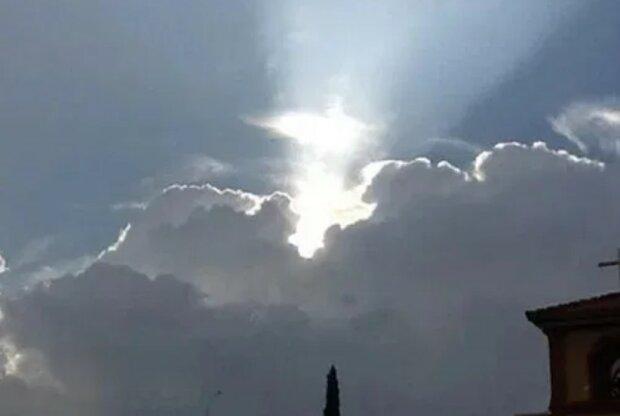 Jezus w chmurach?/screen YouTube