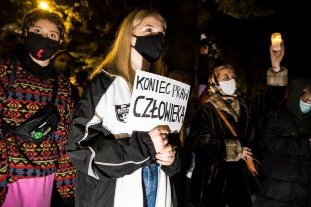 Nocny strajk kobiet/ https://polskatimes.pl/