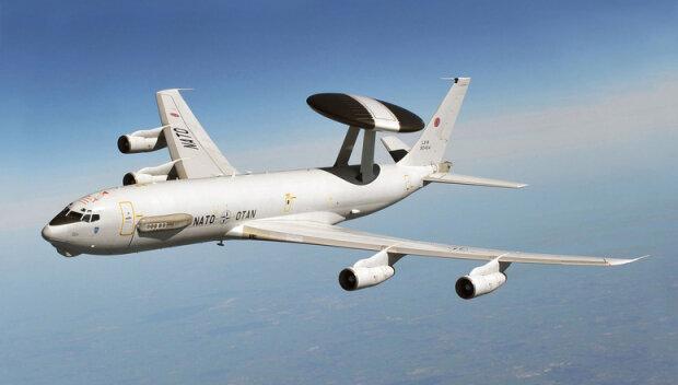 Kraków: nad miastem przelatuje specjalny samolot, który wzbudza wielkie zainteresowanie. Jaką ma rolę