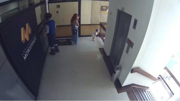 Kobieta uratowała życie swojemu synowi, który spadł z 4. piętra, screen Google