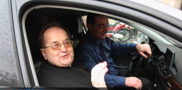 Ojciec Tadeusz Rydzyk sprzedaje swoją limuzynę. Może mieć ją każdy. Ile kosztuje taka przyjemność