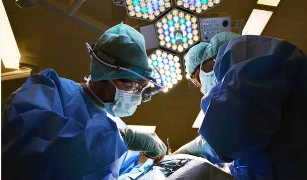 Nastolatka trafiła do szpitala z silnym bólem brzucha. To, co lekarze odkryli w jej żołądku w czasie operacji odbiera mowę
