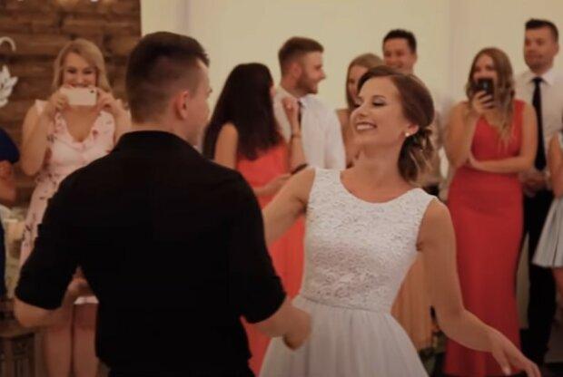 Pierwszy taniec młodej pary z Polski oszołomił gości weselnych. Nagranie szybko stało się viralowe na całym świecie