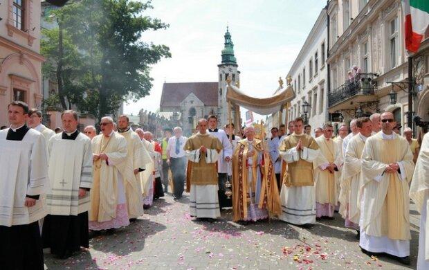 Kraków: Arcybiskup zachęca do udziału w procesjach z okazji Bożego Ciała. Czy to na pewno dobry pomysł?