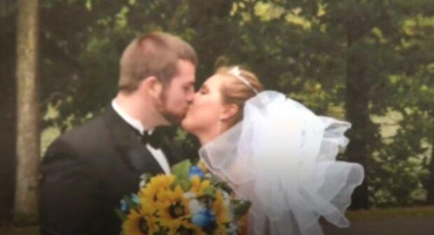 Dziewiętnaście dni po ślubie wybuchła płaczem patrząc na ślubne zdjęcie. To, co się im przytrafiło wzrusza do łez