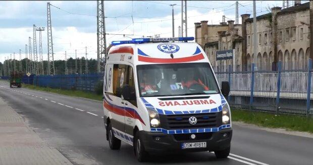 Kuriozalna sytuacja polskich pacjentów. Muszą czekać po kilka godzin w karetce za nim trafią na oddział