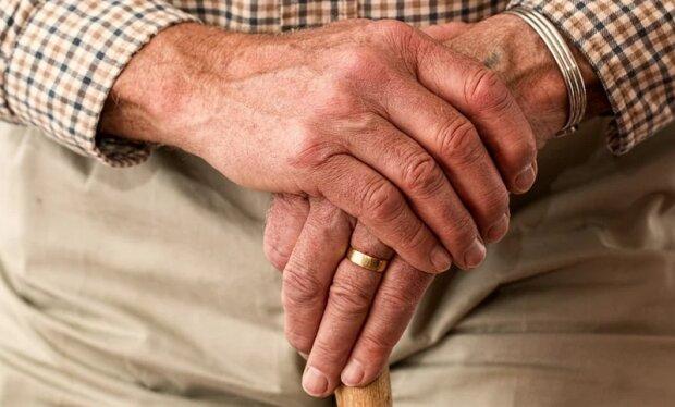 Wnuczka była przy dziadku, któremu lekarze dawali zaledwie kilka tygodni życia. To, czego doświadczyła w domu opieki, jest niezwykłe
