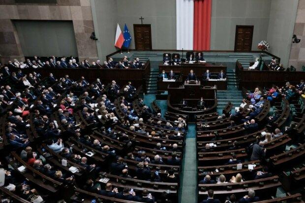 """Fala krytyki spadła na Sejm. """"A co z nami? Mam 1500 zł emerytury"""""""