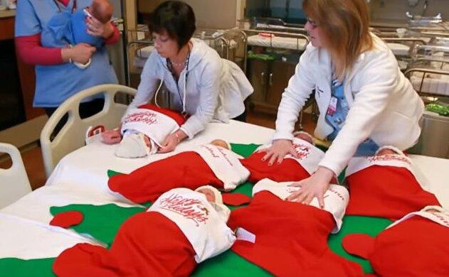 Pracownicy szpitala ubrali niemowlęta na święta. Te zdjęcia rozczulą największego twardziela