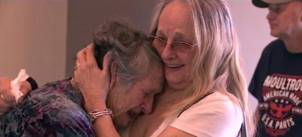 Nastoletnia matka była przekonana, że jej dziecko nie przeżyło porodu. To, co stało się 69 lat później to prawdziwy cud