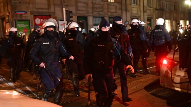 Policjanci na terenie Politechniki Warszawskiej/ wpolityce.pl