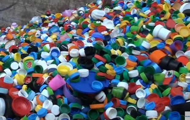 Kraków: można wesprzeć hospicjum oddając plastikowe nakrętki. W wielu miejscach w mieście pojawiły się specjalne skrzynie