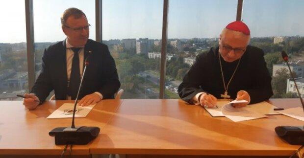 Jacek Kurski podpisał nowelizację umowy między TVP S.A, a Episkopatem Polski. Jej treść jednak została utajniona. Co mają do ukrycia