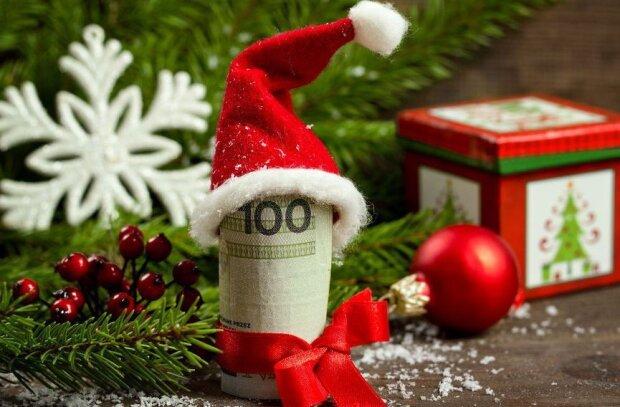 Na jakie premie świąteczne mogą liczyć Polacy. Oto kwoty, które wypłacają pracodawcy