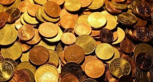 Sen o pieniądzach. Jak interpretować sny, w których pojawiają się banknoty lub bilon