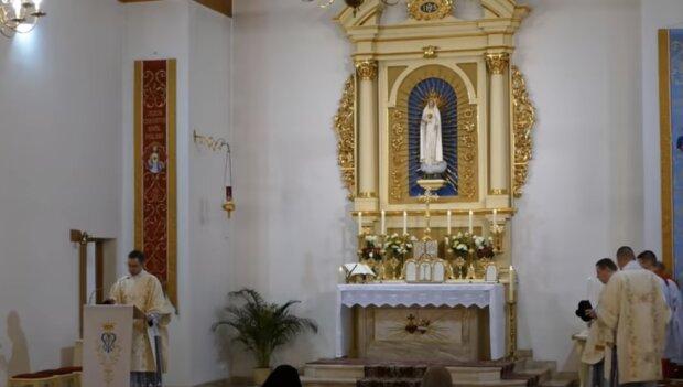 Duchowni. Źródło: youtube.com