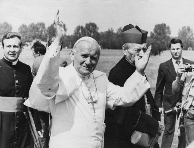 Kardynał Stanisław Dziwisz zdradził zaskakujące fakty z życia Jana Pawła II. Tego nikt się nie spodziewał