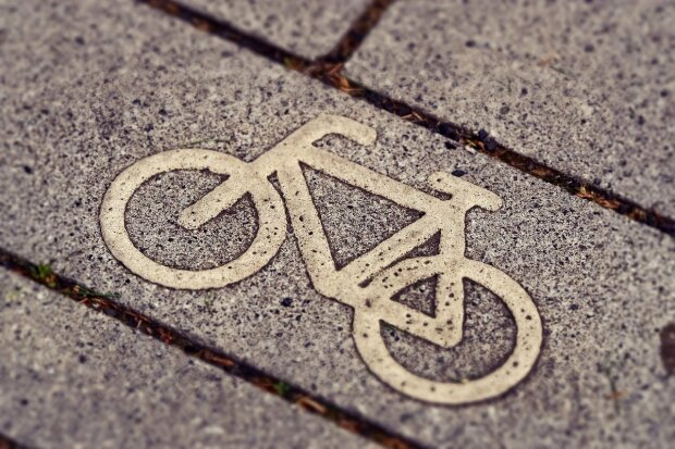 Gdańsk: zdarzenie drogowe z udziałem rowerzystki. Na miejscu działał Zespół Ratownictwa Medycznego