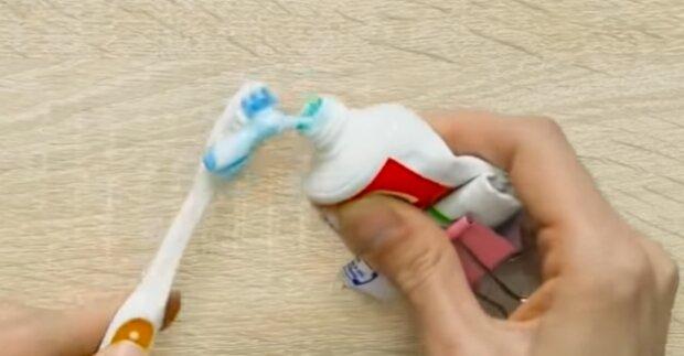 Pasta do zębów. Źródło: Youtube