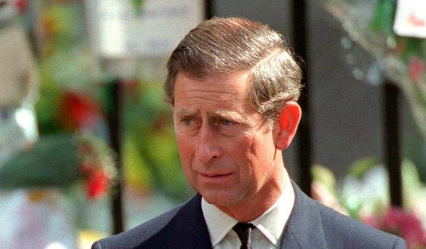 Książę Karol. Sprawy jego nieślubnych dzieci interesują opinię publiczną. Zdradzając Dianę z Kamilą, miał kontakty z jeszcze inną