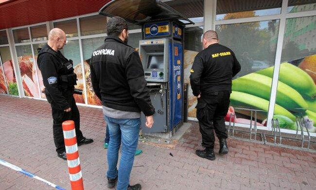 Policja poszukuje świadków zdarzenia! Chodzi o bankomat w jednym z marketów