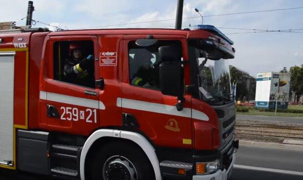 Gdańsk: straż pożarna prowadziła nocną akcję w jednym z bloków. Trzeba było ewakuować kilkudziesięciu mieszkańców z powodu pożaru