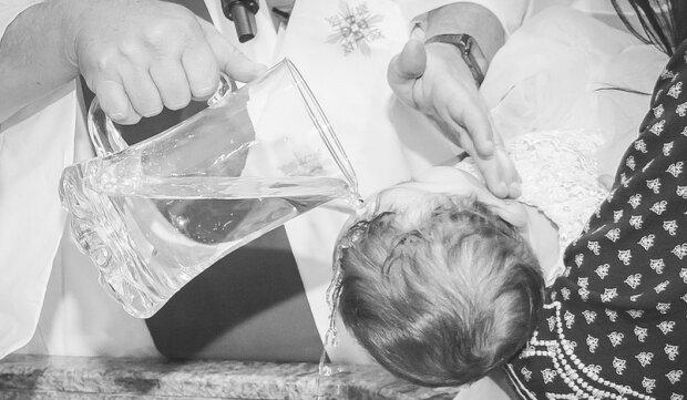 Czy obrzęd chrztu się zmieni? Watykan ogłosił swoją decyzję