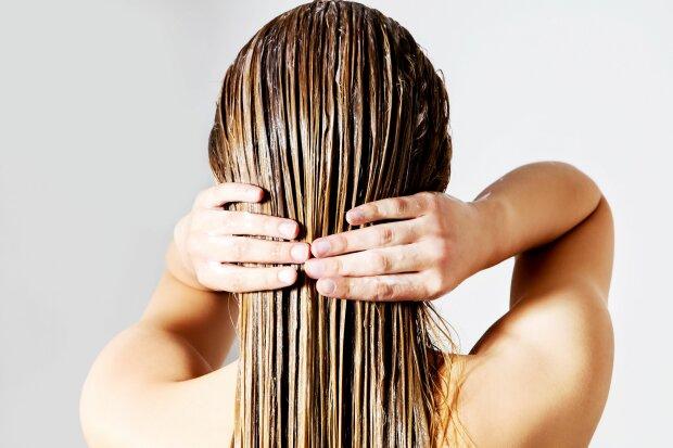 W jaki sposób suszysz włosy? Prawdopodobnie robisz to źle