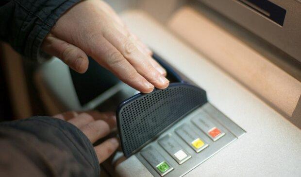 Bank ostrzega przed oszustami. Źródło: teoriabiznesu.pl