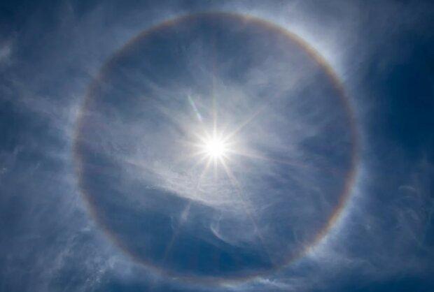 Zjawisko Halo wokół Słońca/screen Pixabay