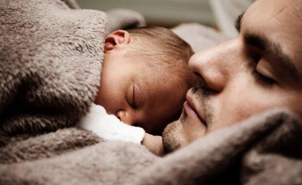 Tata pochwalił się zdjęciem z córeczką. Nie wiedział, że niewinne zdjęcie zobaczone przez obcą osobę uratuje jego dziecko