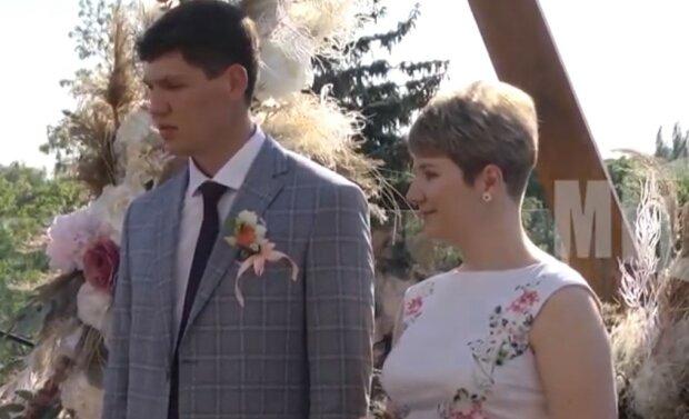 w eleganckiej sukni ślubnej, screen Youtube