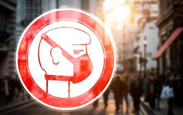 Wprowadzono obowiązek noszenia maseczek ochronnych. Źródło: se.pl