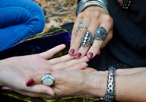 Wróżenie z dłoni może nam wiele powiedzieć!/screen Pixabay